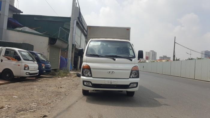 Bán xe tải Hyundai 1.5 tấn, thùng kín mới 100%