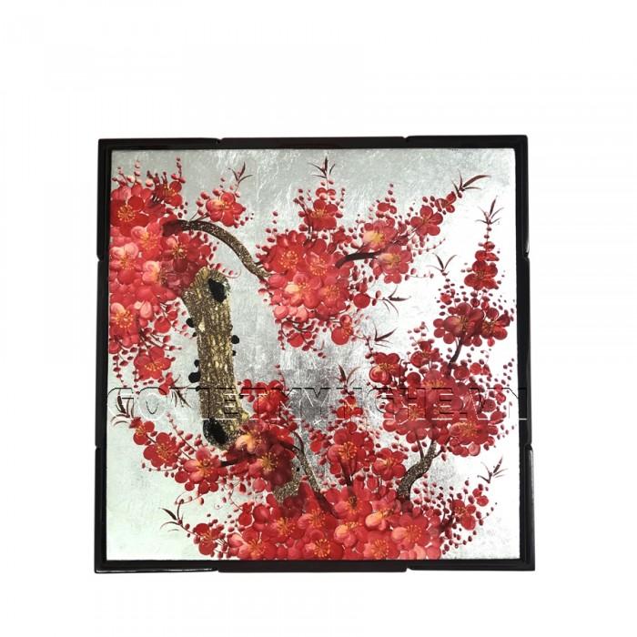 Hộp Mứt Sơn Mài Vuông 30cm - Vẽ hoa đào đỏ & nền bạc  + Kích thước hộp mứt: 30 cm x 30 cm ; Cao 6.5cm (Bao gồm cả phần nắp hộp).  + Kích thước khay mứt: 13.5 cm x 13.5 cm. Giá : 630.000₫