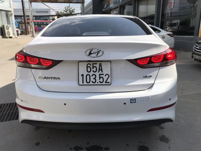 Bán Hyundai Elantra GLS 1.6MT màu trắng số sàn sản xuất 2016 mới 80%
