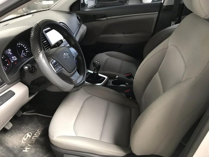 Bán Hyundai Elantra GLS 1.6MT màu trắng số sàn sản xuất 2017 biển Sài Gòn đi 41.000km