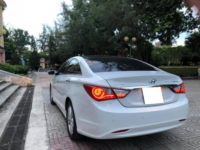 Bán xe Hyundai Sonata 2011 tự động màu trắng bản full