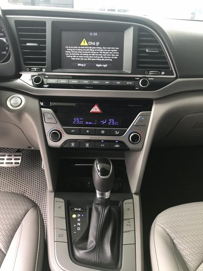 Bán Hyundai Elantra 2.0AT 2016, giá cả thương lượng , có hỗ trợ trả góp 0