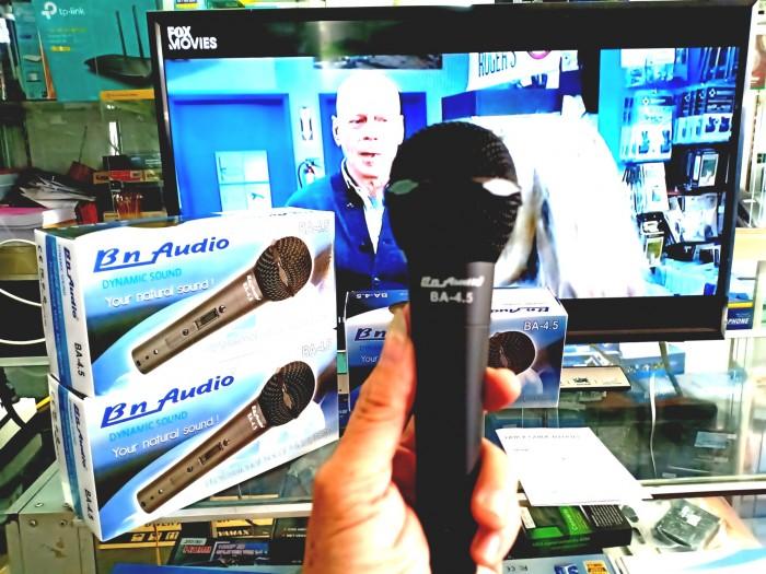 Micro có dây BN AUDIO BA-4.5 bao phủ bởi màu đen tinh tế, thiết kế nhẹ và nhỏ gọn, góc cạnh, giúp thoải mái khi cầm micro.1