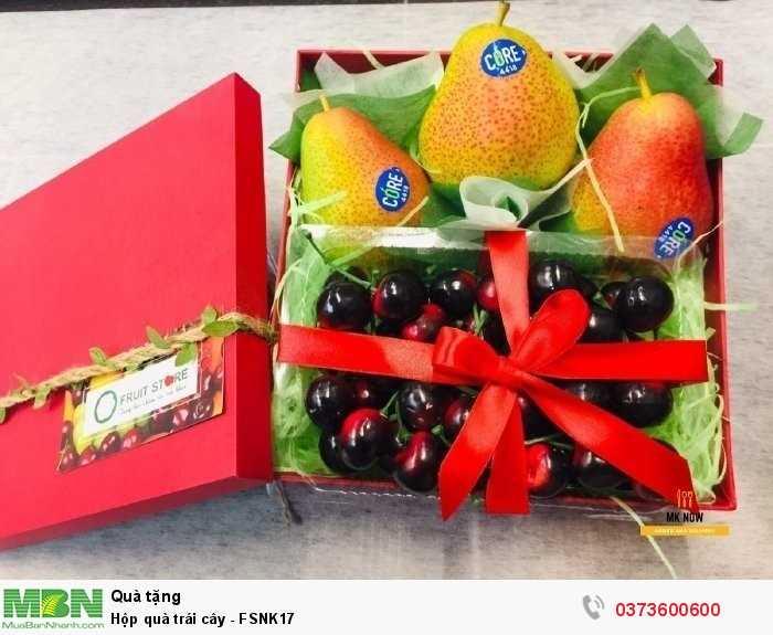 Hộp quà trái cây - FSNK17 gồm:  Cam vàng Navel Úc Táo New Zealand Phụ kiện: hộp, trang trí0