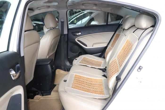 Bán Kia Cerato 1.6MT màu trắng số sàn sản xuất 2017 biển Sài Gòn