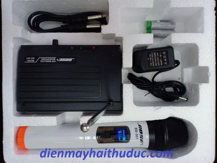 MICRO KHÔNG DÂY BOSE BS-301 TRỌN BỘ GỒM CÓ:  1 Micro không dây, 1 hộp thu sóng , 1 micro không dây, 1 Adaptor 12v 100mA, 1 dây 2 đầu 6.5mm, 4 viên pin AA4