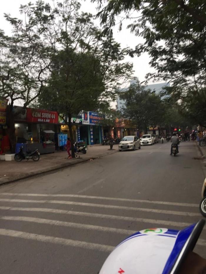Cho thuê mặt bằng kinh doanh ngay trên đầu mặt phố Sài Đồng