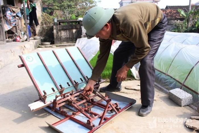 Máy cấy lúa mạ sân 4 hàng kéo tay thủ công mua ở đâu tại Nam Định giá rẻ nhất2