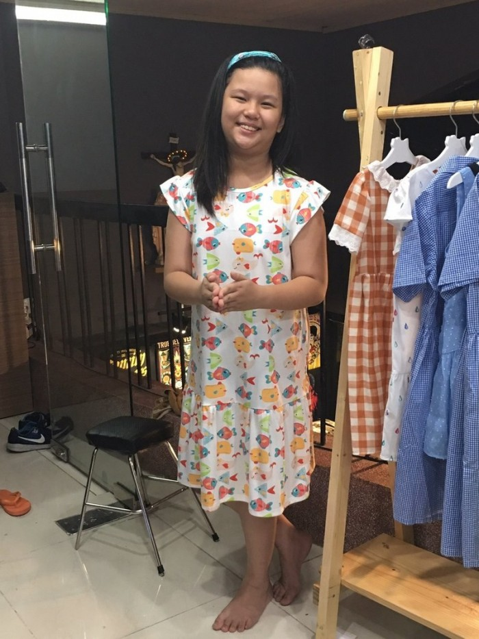Đầm suông trắng hình đàn cá nhiều màu bơi cho bé gái HIKARI-92