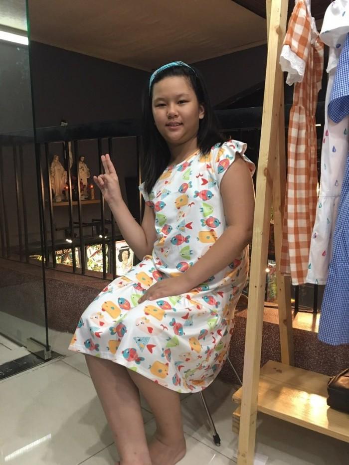 Đầm suông trắng hình đàn cá nhiều màu bơi cho bé gái HIKARI-90