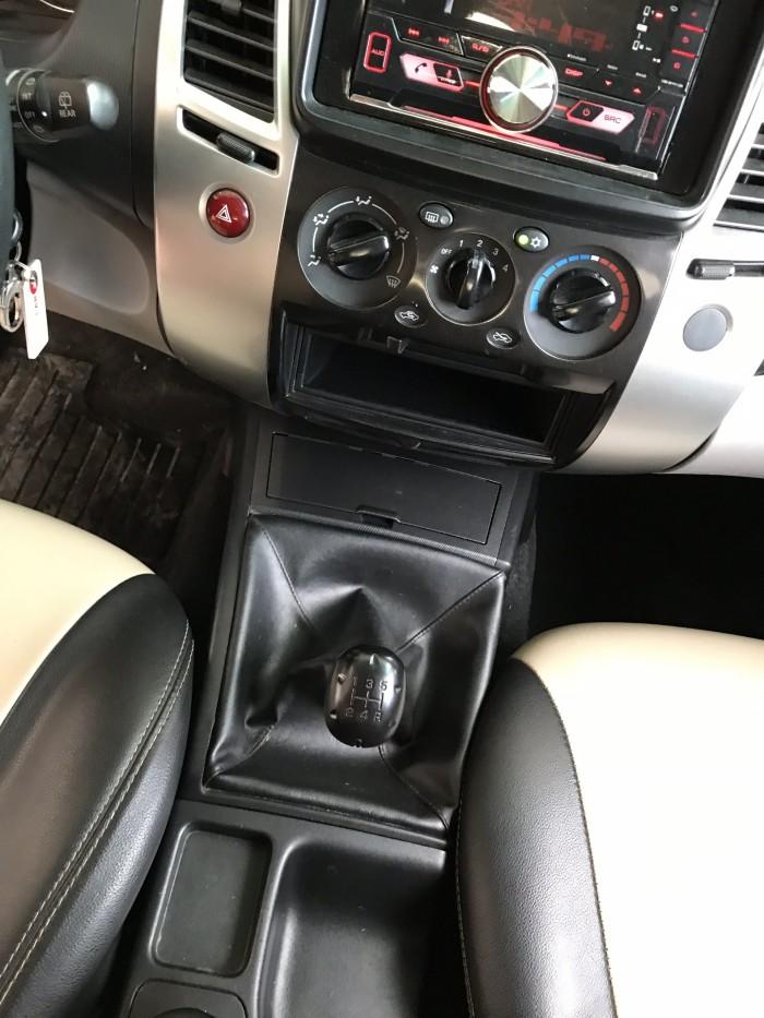 Bán Mitsubishi Pajero Sport 2.5MT màu trắng số sàn máy dầu sản xuất 2016 biển Sài Gòn