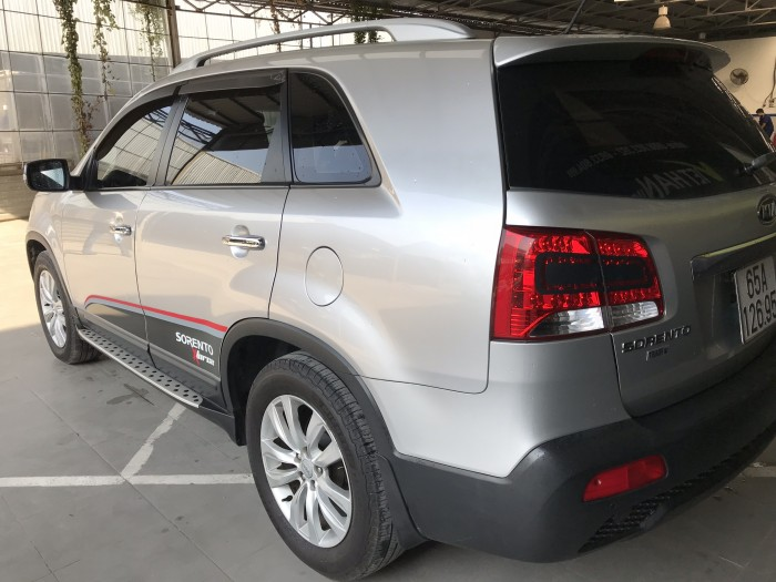 Bán Kia Sorento 2.4MT màu bạc số sàn máy xăng nhập Hàn Quốc 2010 7 chỗ