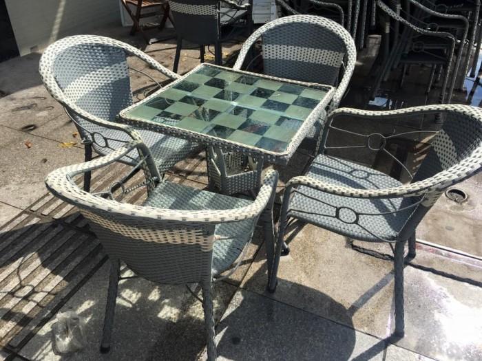 bàn ghế cafe mây nhựa giá rẻ tại xưởng sản xuất HGH 5220