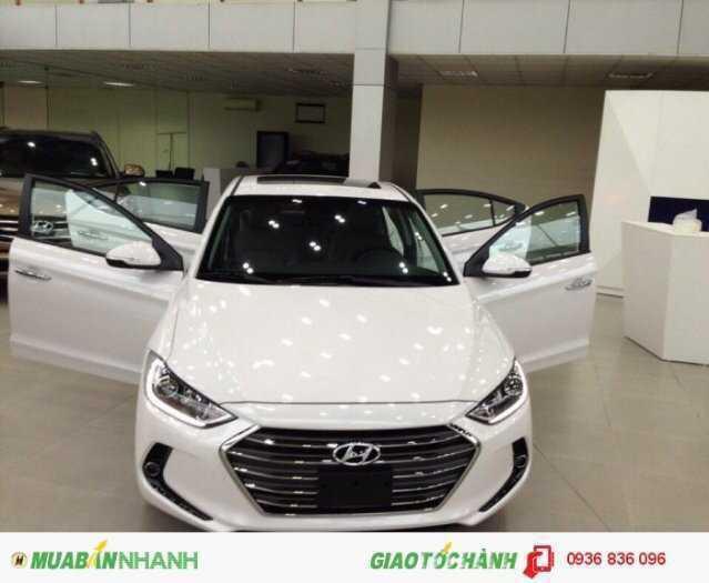 Hyundai Elantra 2018 phiên bản cao cấp. Chìa khoá thông minh