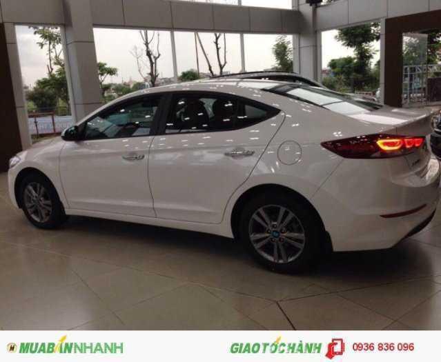 Hyundai Elantra 2018 phiên bản cao cấp. Chìa khoá thông minh 2