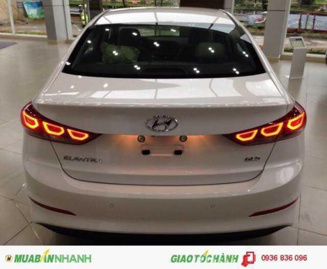 Hyundai Elantra 2018 phiên bản cao cấp. Chìa khoá thông minh 3