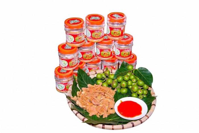 Thịt chua được làm từ thịt lợn Lửng, một loại lợn được người Mường nuôi tự nhiên, sau khoảng thời gian nuôi trên nhưng sườn đồi, được người dân thả lã chủ yếu là ăn nhưng đồ ăn trong rừng, trọng lượng khoảng 18kg đến 25kg sẽ được sử dụng làm nguyên liệu chính chế biết món thịt chua.5