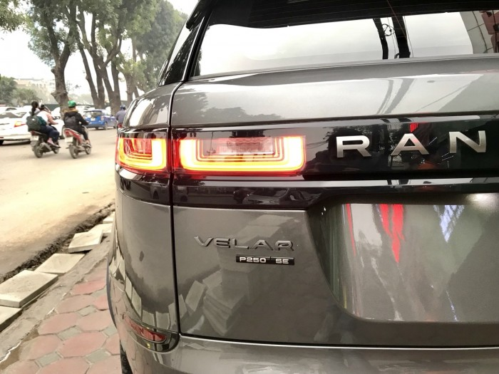Bán xe LandRover Range Rover Velar P250 se R-Dynamic sản xuất 2018, màu xám, nhập khẩu 6