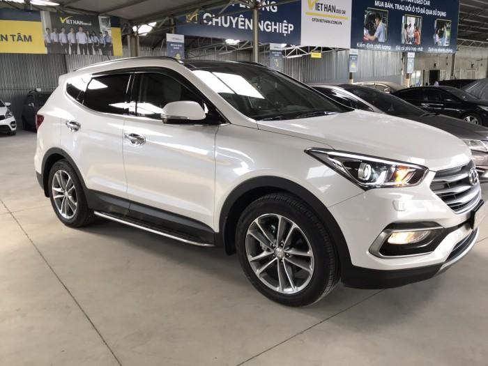 Bán Hyundai SantaFe 4WD máy xăng số tự động bản full 2 cầu sản xuất 2017 biển Sài Gòn màu trắng