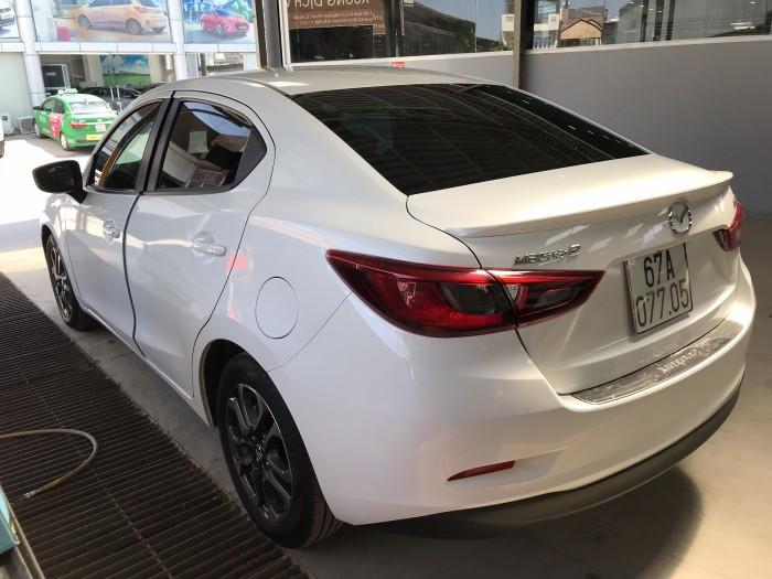 Bán Mazda 2 sedan 1.5AT màu trắng số tự động sản xuất 2018 biển tỉnh đi 9000km
