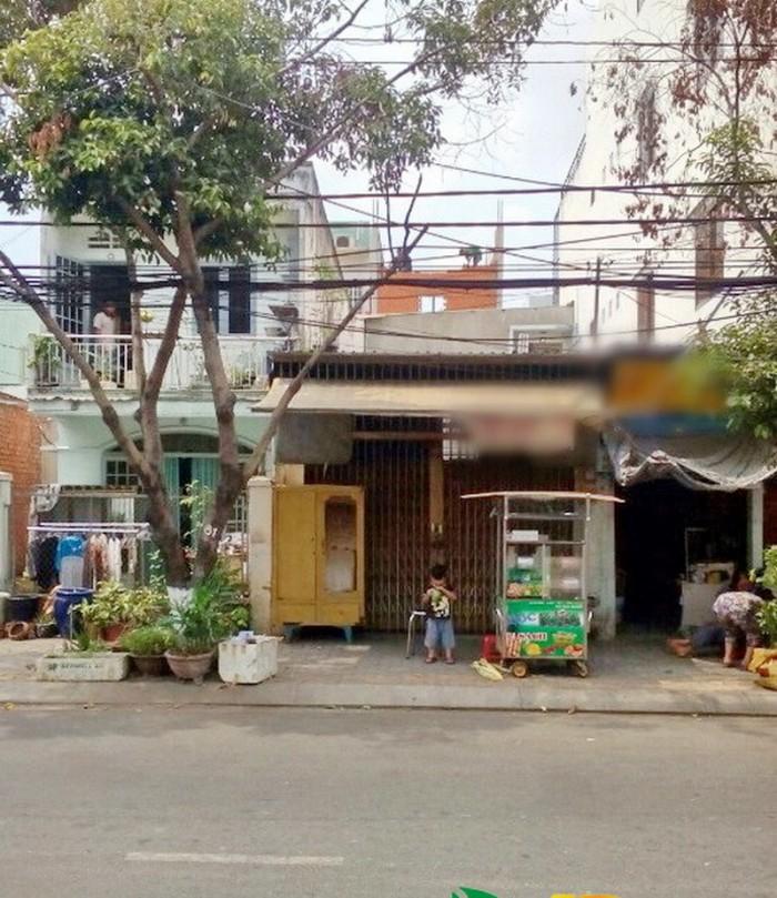 Bán nhà nát mặt tiền đường số 79 Phường Tân Quy Quận 7.