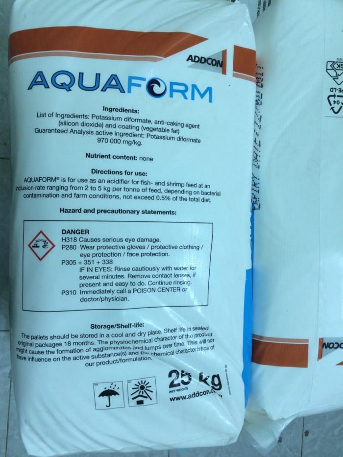 AQUAFORM: ACID HỮU CƠ Thành Phần: Potassium diformate 97% Công dụng - Kiểm soát và...