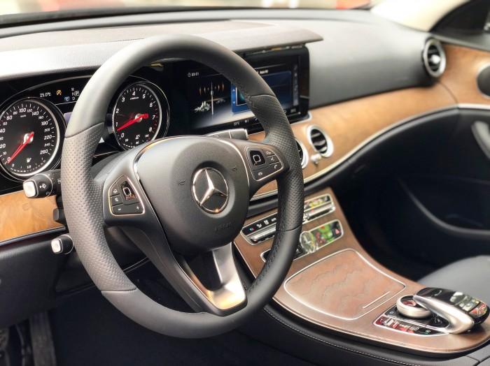 Bán Mercedes E200 2018 siêu lướt chính chủ giá cực tốt