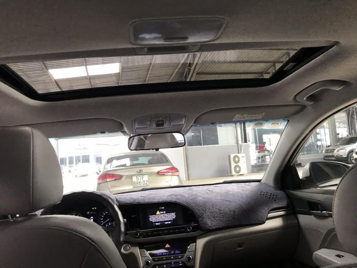 Bán Hyundai Elantra GLS 2.0AT màu bạc số tự động sản xuất 2017 đi 27000km xe đẹp