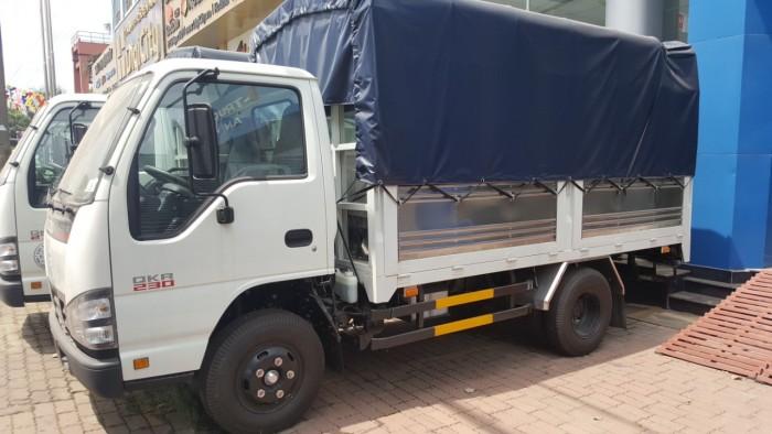 Xe tải Isuzu 2,5 tấn thùng mui bạt- QKR77FE4