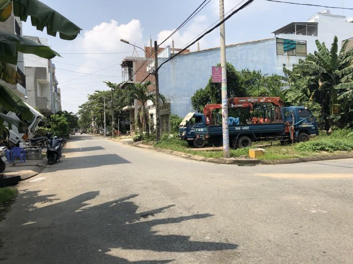Bán đất ngay chợ Long Trường - Đường Trường Lưu - Quận 9 - 50m2, 4x12,5m đường trước 8m khu xây kín
