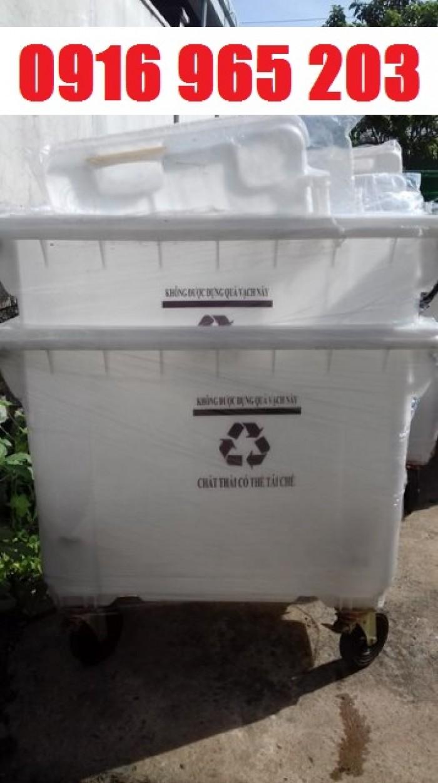 thùng rác màu trắng 660 lít nhựa hdpe0