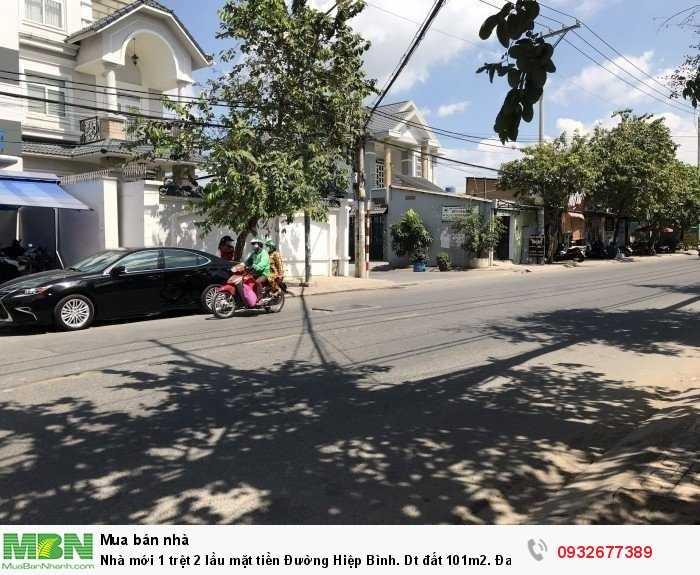 Nhà mới 1 trệt 2 lầu mặt tiền Đường Hiệp Bình. Dt đất 101m2. Đang cần bán gấp