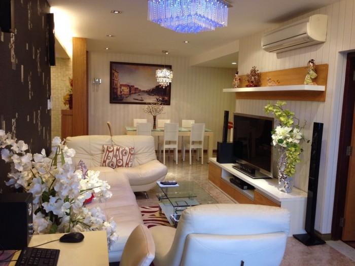 Cần bán gấp căn hộ Hùng Vương Plaza Q.5, DT 132m2, 3pn, 3wc, sổ hồng chính chủ.