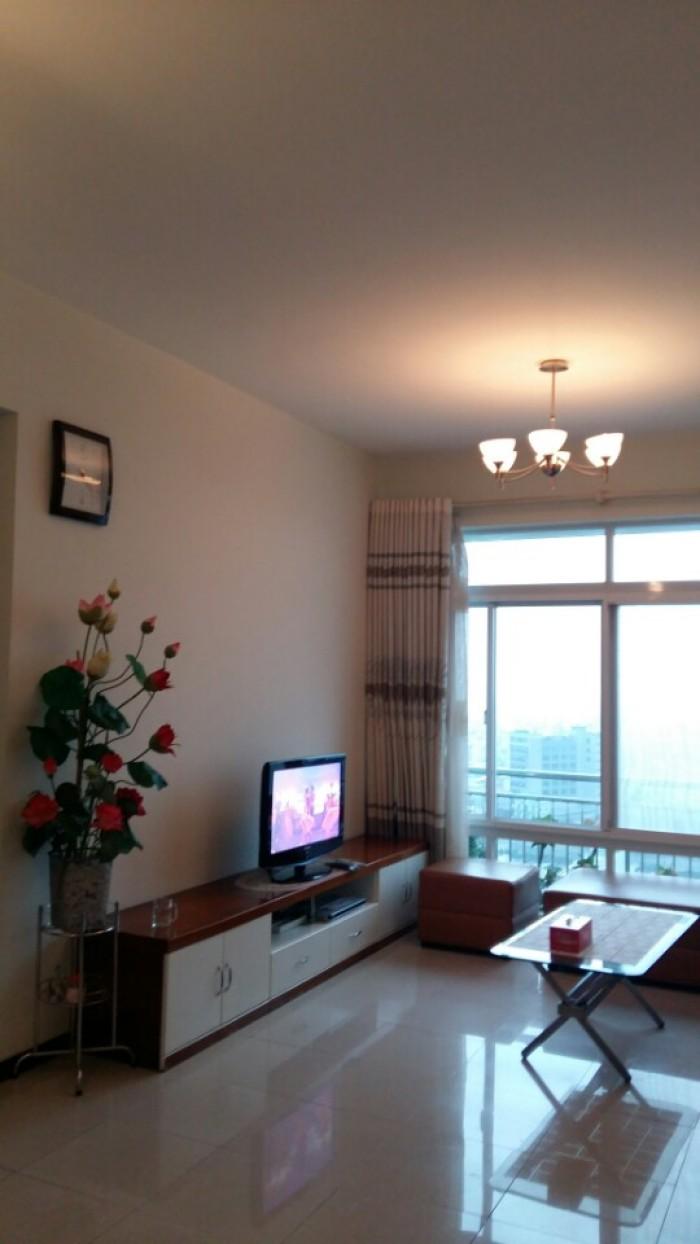 Cho thuê căn hộ Tản Đà Q.5, DT 100m2, 3pn, đủ nội thất.