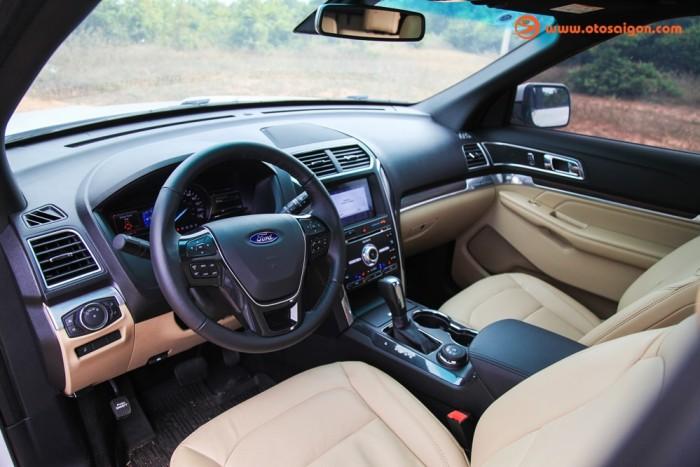 Ford Expolder đẳng cấp, KM cực lớn, xe giao ngay cho khách !