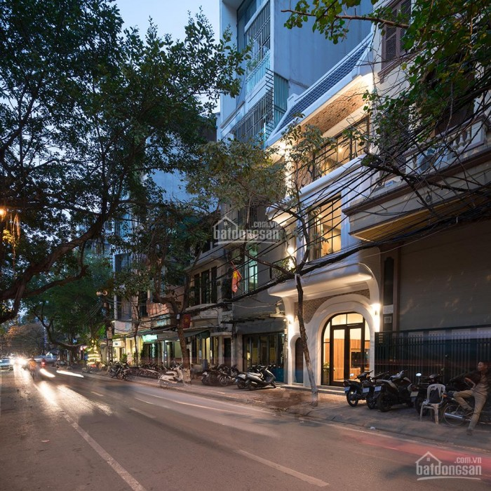 Bán nhà mặt phố Thành CônG, Láng Hạ, Ba Đình 2 mặt tiền 70m2 X 4T, MT 5M xíu