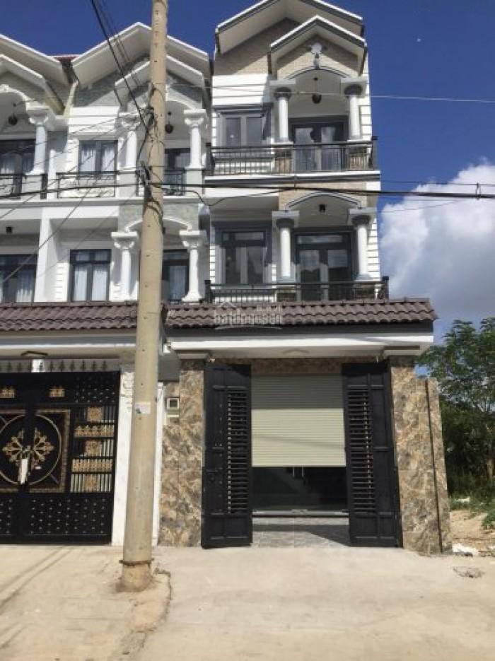 Bán nhà 3 lầu mặt tiền đường Nguyễn Thị Hương, DT 4m x 19m, 4 PN, sân tượng, sân xe hơi