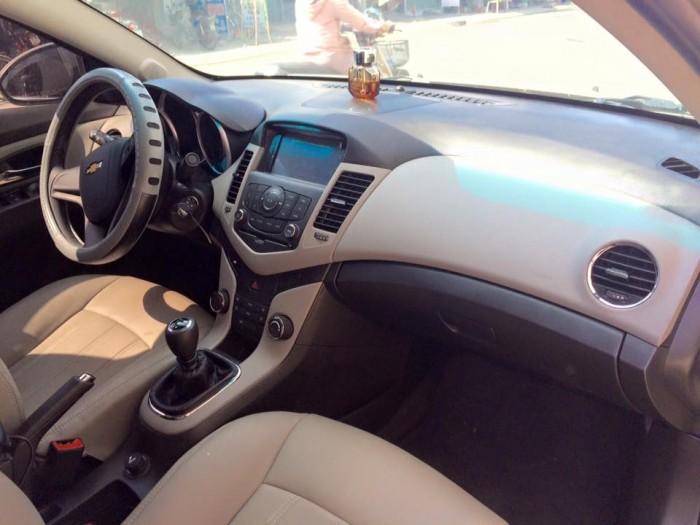 Cần bán xe Chevrolet Cruze LT 2017 số sàn, màu vàng cát