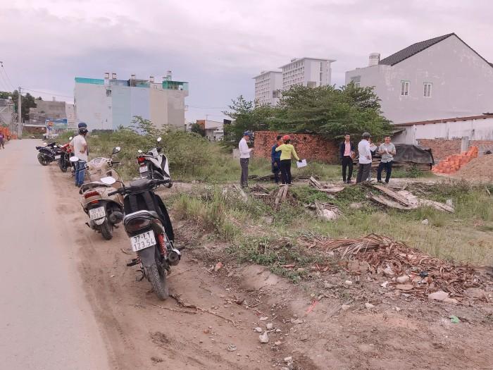Chính chủ bán đất mặt tiền đường Võ Văn Hát, quận 9, SHR