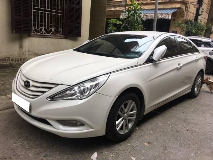 Gia đình cần bán xe Sonata 2011, số tự động, màu trắng, gia đình sử dụng
