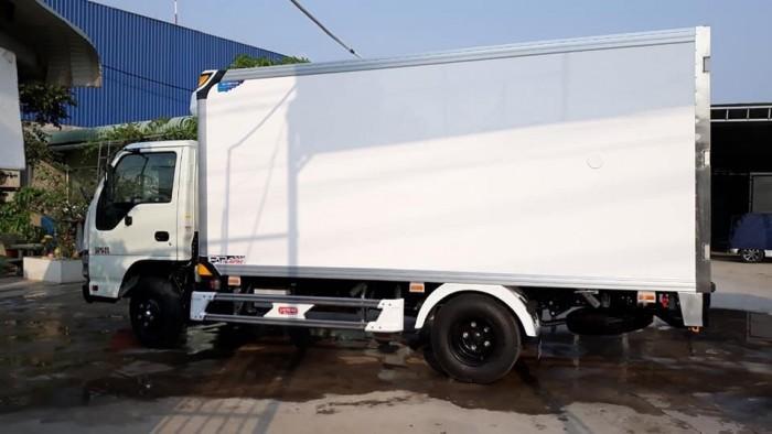 Bán xe tải ISUZU QKR77HE4 thùng đông lạnh, giá trả góp