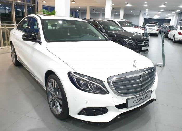 Bán Mercedes C250 2018 - bản nâng cấp hộp số 9 cấp, xe giao ngay - giá chiếc khấu khủng