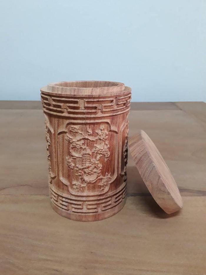 hộp đựng trà gỗ hương đỏ đường kính 11 cm, cao 18 cm1