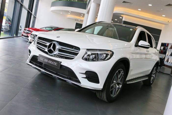 Mercedes GLC 300 AMG 4MATIC  - Xe Giao Ngay - Giá Tốt Nhất Cả Nước - Trả góp 85% giá xe