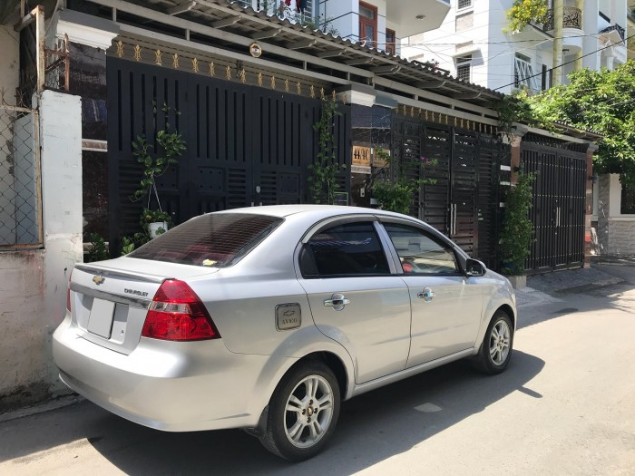 Cần bán xe Chevrolet Aveo 2017 số sàn màu bạc