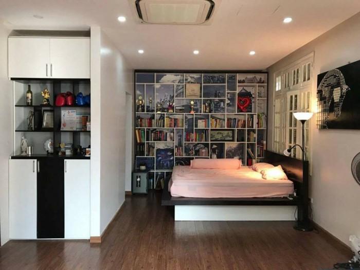 Bán BIỆT THỰ đẹp rẻ hơn thị trường 157m2,ô tô, sân vườn Cầu Giấy, Trần Thái Tông, Dịch Vọng