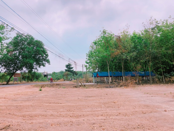 Bán đất mặt tiền, trung tâm khu công nghiệp BECAMEX