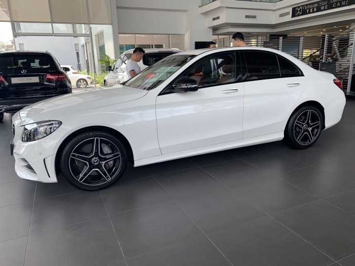 Mercedes C300 AMG - 2019 7