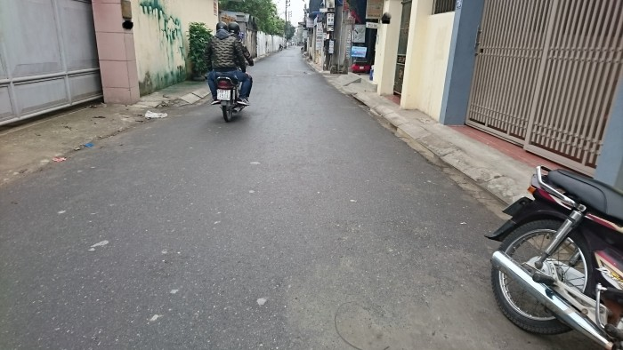 Đang cần bán gấp nhà mặt đường Nguyễn Khuyến bên giống cây trồng