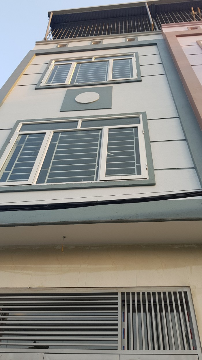 Gần sân Bóng Mậu Lương-Kiến hưng 5 tầng (35m2-3PN) có sân để xe riêng